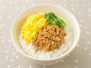 レンジツナフレークとレンジ炒り卵の三色丼