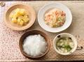 かゆまたは軟飯、ベビーちゃんちゃん焼き、手づかみさつまいも、豆腐と小松菜のすまし汁