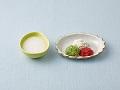 かゆ、白身魚のペースト、野菜のペースト